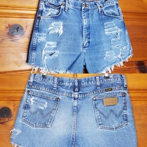 Vintage Wrangler Cut Off Distressed Shorts size 34